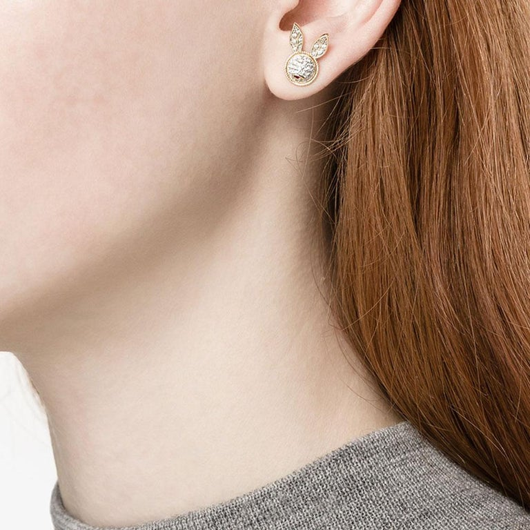 Yvonne Leon's Pair of Rabbit Stud Earrings in 18 Carat Yellow Gold Diamonds In New Condition For Sale In Paris, FR