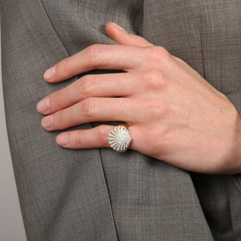 Yvonne Leon's Shell Diamonds Pinky Ring in 18 Karat Yellow Gold In New Condition For Sale In Paris, FR