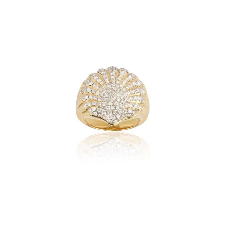 Women's or Men's Yvonne Leon's Shell Diamonds Pinky Ring in 18 Karat Yellow Gold For Sale
