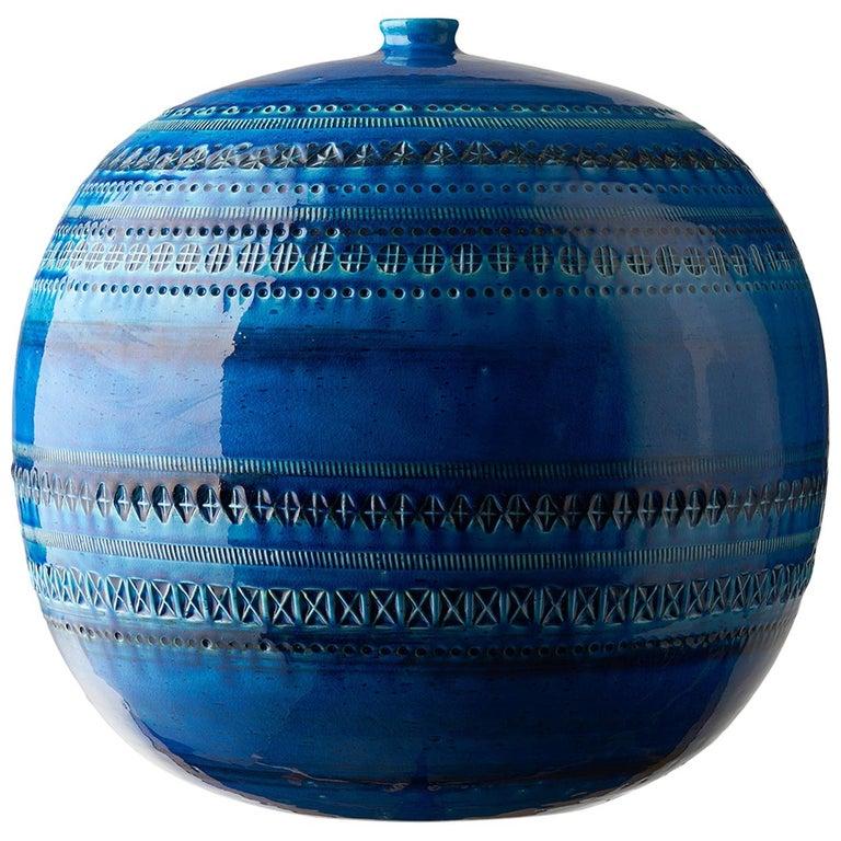 Z9990153 Ball Vase, Made in Italy, Collection Rimini Blu, Designer Aldo Londi For Sale