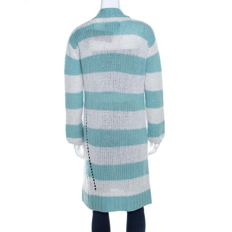 Modishly designed with a minimalist approach, this Zadig and Voltaire Deluxe cardigan features a striped pattern all over. This snug cardigan, crafted from cashmere, has long sleeves and an open front. Layer this over your casual separates to