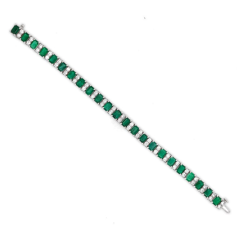 Contemporary Zambian Emeralds 14.9 Carat and Round Diamonds Platinum Bracelet For Sale