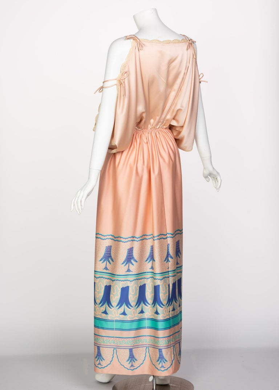 Zandra Rhodes Field of Lilies Maxi Caftan Dress, 1970s In Excellent Condition For Sale In Boca Raton, FL