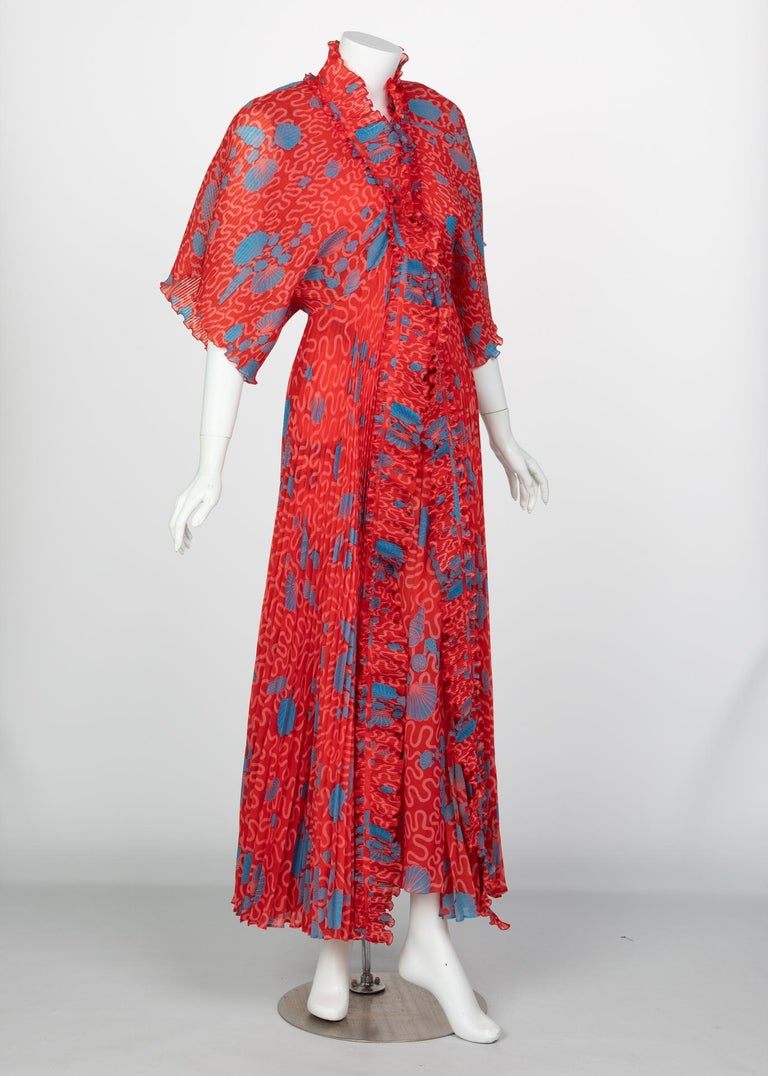 Zandra Rhodes Red Pleated Shell print Caftan and Sleeveless Dress Set, 1970s In Excellent Condition For Sale In Boca Raton, FL
