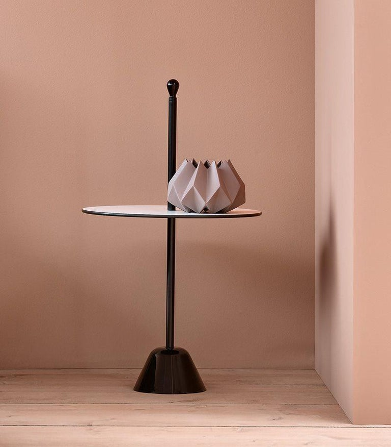 Servomuto small table, low - 1 black/black Service table. Base in polypropylene and steel rod painted, color black, white. Top laminate. Once more, an everlasting object whose shape perfectly matches its function. It has a stabile base with a very