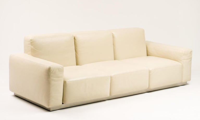 """Zanotta """"Upndown"""" living room set in superior quality cream leather. This beautiful living room set consist of a three-seat sofa and two lounge chairs. The adjustable backrest-position function (as pictured) provides great comfort."""