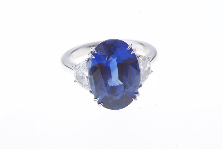 Contemporary Sapphire Ring White Gold with Diamonds, with Certificate For Sale