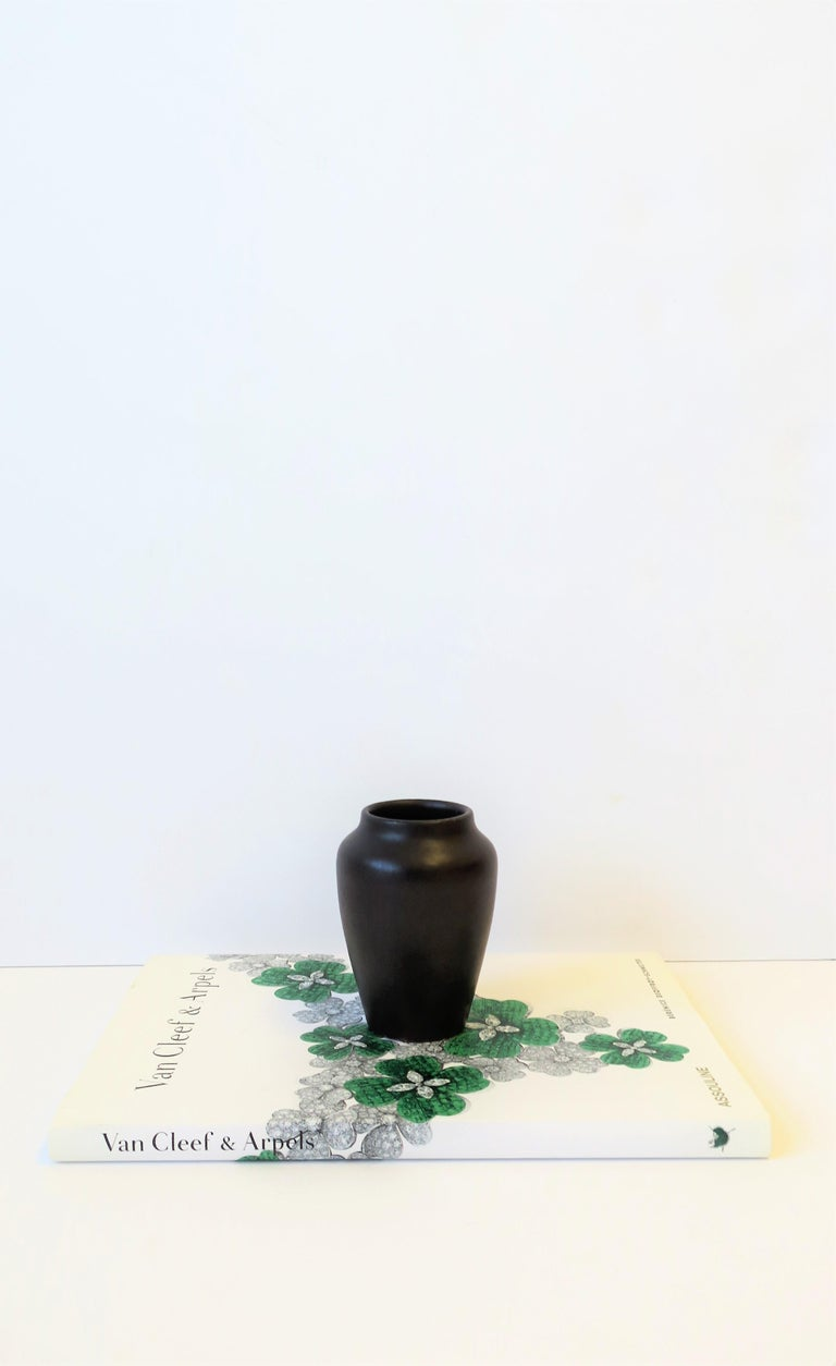 Zark Arts & Crafts Matte Pottery Vase In Good Condition For Sale In New York, NY