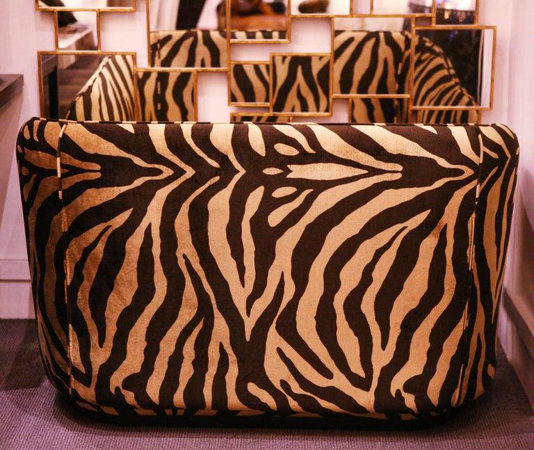 zebra gold sofa in velvet fabric for sale at 1stdibs. Black Bedroom Furniture Sets. Home Design Ideas