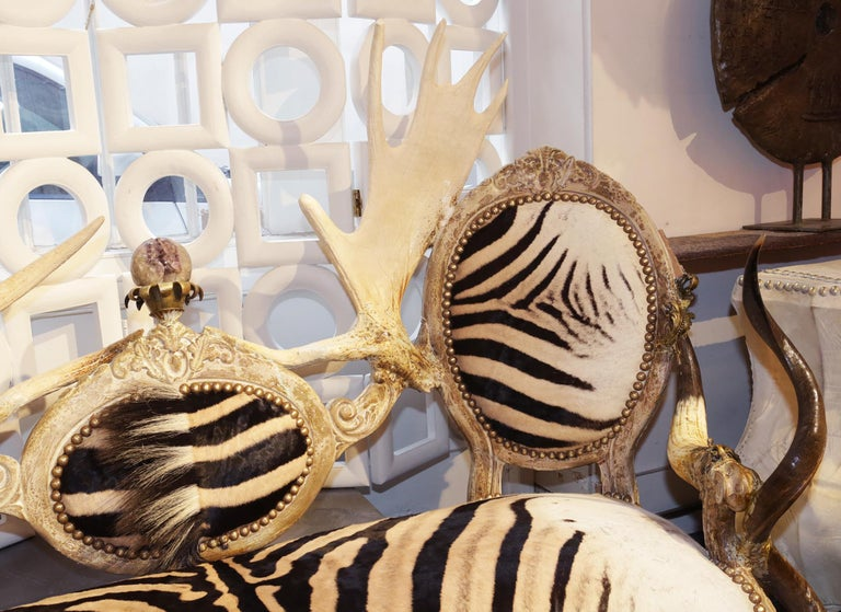 Zebra with Médaillons Sofa In New Condition For Sale In Paris, FR