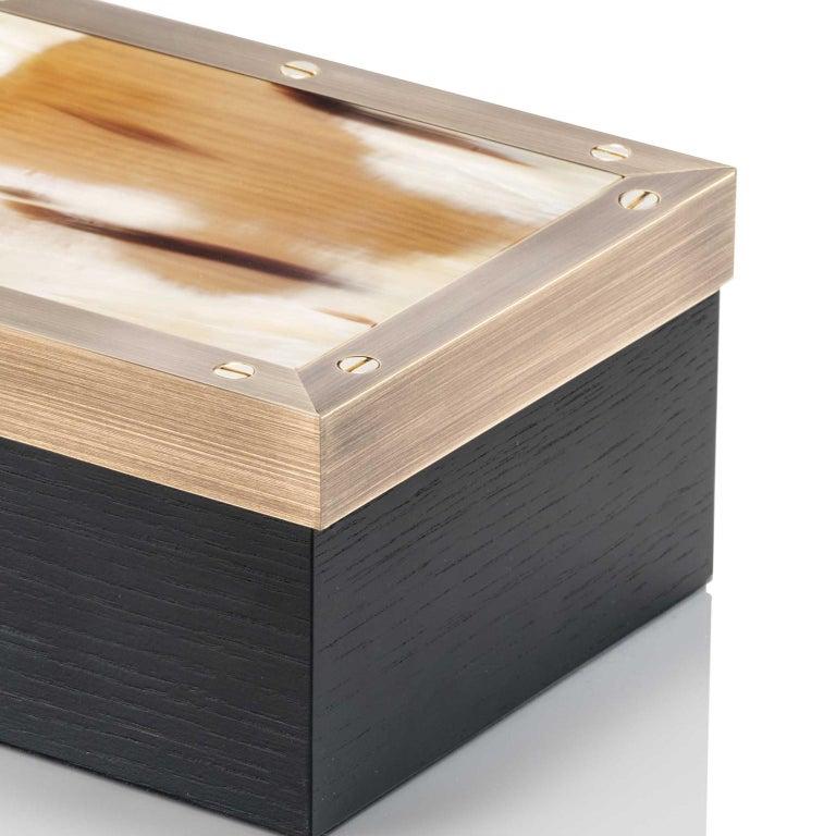 Zefiro Box in Black Oak, Matte Corno Italiano and Burnished Brass, Mod. 5267 In New Condition For Sale In Recanati, Macerata