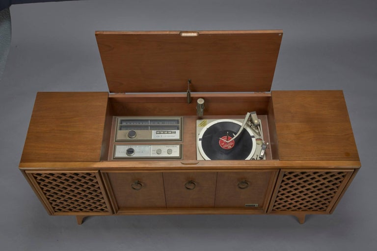 Zenith Stereophonic Stereo Cabinet With Record Player And