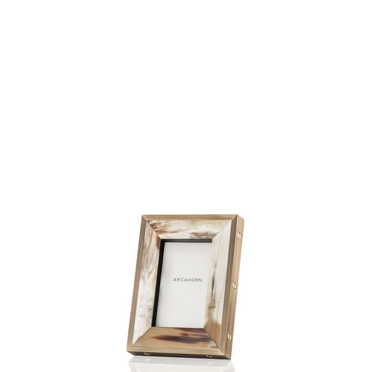 Sleek shapes and refined aesthetic blend in our Zeno picture frame. The natural beauty of matte brown-veined Corno Italiano is cleverly combined with black oak veneer, for a textured look. Featuring a contemporary edging in burnished brass with