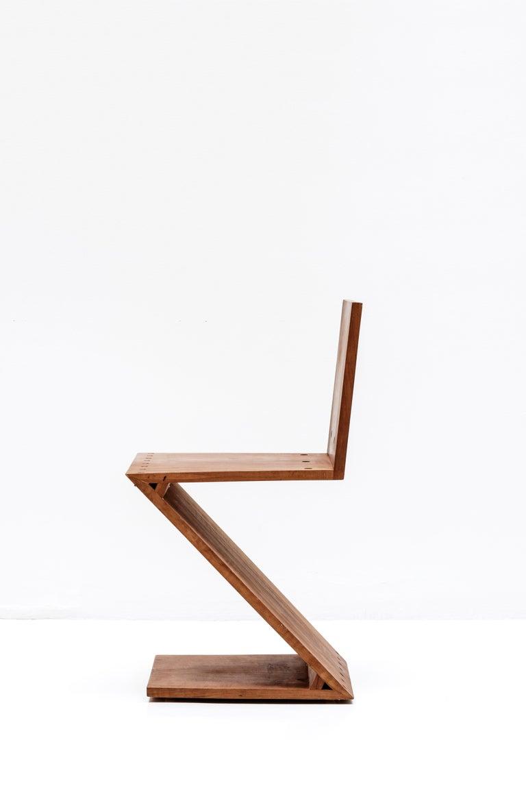 Mid-Century Modern Zig-Zag Chair Designed by Gerrit Rietveld, Elm, circa 1960 Netherlands, Europe For Sale