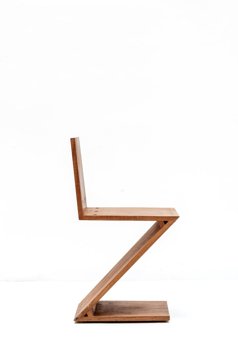 Mid-20th Century Zig-Zag Chair Designed by Gerrit Rietveld, Elm, circa 1960 Netherlands, Europe For Sale