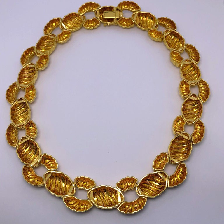 Women's or Men's Zolotas 22 Karat Yellow Gold Handcrafted Ribbed Oval and Links Necklace For Sale
