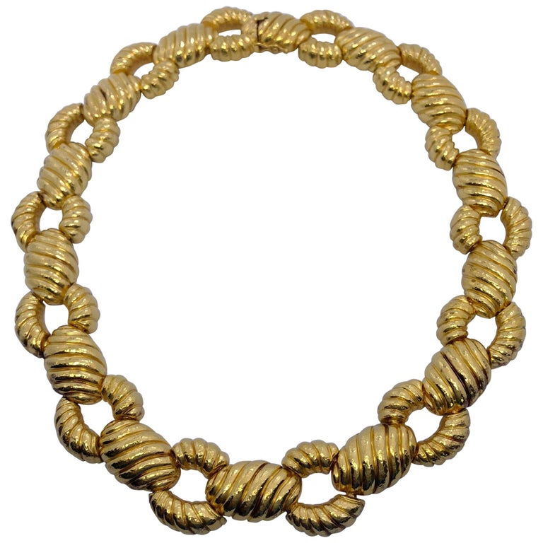 Zolotas 22 Karat Yellow Gold Handcrafted Ribbed Oval and Links Necklace For Sale