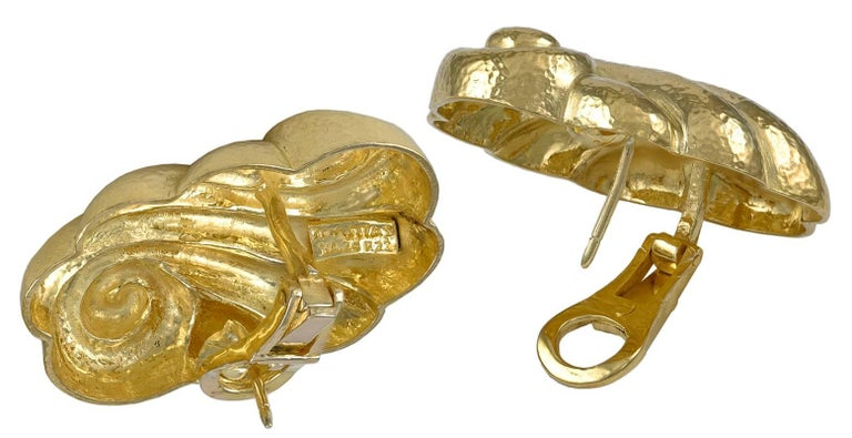 Zolotas Gold Ear Clips In Excellent Condition For Sale In New York, NY