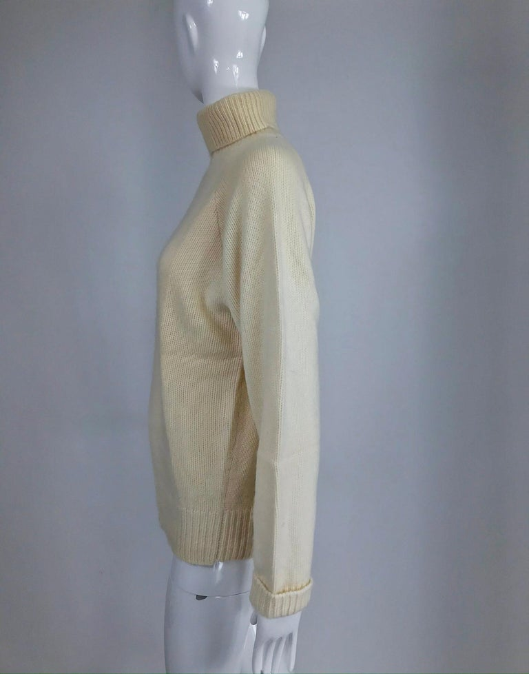 Zoran Off White Chunky Cashmere Turtleneck Sweater 1990s In Good Condition For Sale In West Palm Beach, FL